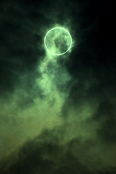 Source: shadowprojection - http://shadowprojection.tumblr.com/post/34514290745/staceythinx-the-annular-solar-eclipse-over