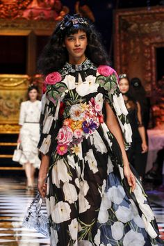 Dolce & Gabbana Fall 2016 Ready-to-Wear Fashion Show Details