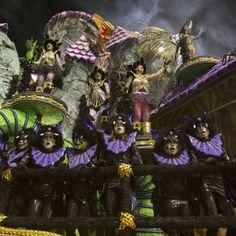 El ritmo y el color del Carnaval reinan en las calles de Río de Janeiro