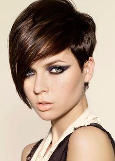 rövid női frizurák hosszú frufruval - rövid aszimmetrikus frizura