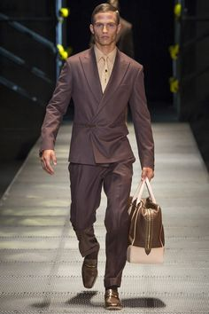 See the Versace autumn/winter 2015 menswear collection #fashion #menswear #suits