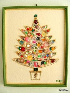 Vintage jewelry Christmas tree by myriam.gomez.376