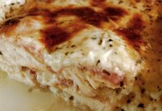 Csirkemell bazsalikomos besamel mártással | NOSALTY Meat Recipes, Chicken Recipes, Chicken Meals, Hungarian Recipes, Hungarian Food, Garlic Bread, Lasagna, Mashed Potatoes, Cravings