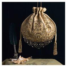 Embroidery On Clothes, Ribbon Embroidery, Diy Bags Purses, Purses And Handbags, Vintage Purses, Vintage Handbags, Ladies Side Bags, Potli Bags, Beaded Bags