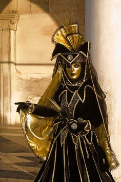 Venice Carnivale One day I will be doing this!Venice Carnivale One day I will be doing this! Mardi Gras Carnival, Venetian Carnival Masks, Carnival Of Venice, Venetian Masquerade, Masquerade Ball, Venice Carnivale, Venice Mask, Costume Venitien, Beautiful Mask