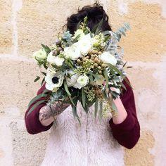 Wedding, Les Mauvaises Herbes, Artisans Fleuristes, Bordeaux France. #whitewedding #wedding #flowers #mariage #bouquetdemariee #lesmauvaisesherbes #fleuristebordeaux #fleuristechartrons #blanc #fleurs