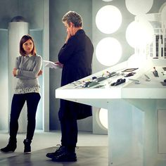 Peter Capaldi and Jenna Coleman behind the scenes of Hell Bent. 12th Doctor, Twelfth Doctor, Doctor Who Tardis, Blake Lively Style, Tv Doctors, Clara Oswald, Crazy Man, Christopher Eccleston, Rory Williams