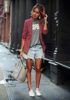 fall spring outfits womens fashion clothes style apparel clothing closet ideas burgundy blazer shorts gray t-shirt handbag sneakers casual Look Blazer, Blazer And Shorts, Denim Shorts, Plaid Blazer, Zara Shorts, Casual Blazer, Jean Cutoffs, Aztec Shorts, Burgundy Blazer