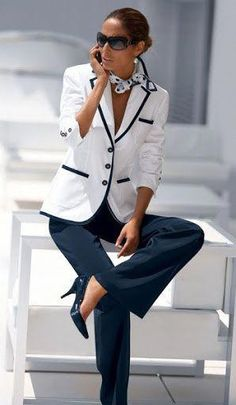 Blue and white/black and white always look sharp with a tailored jacket and heels. Dressing your truth как стилевые энергии - Fashion Over 50, Work Fashion, Modest Fashion, Fashion 1920s, Formal Fashion, Net Fashion, College Fashion, Fashion Sale, Petite Fashion