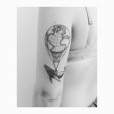 Whale tattoo. Airballon tattoo. Map tattoo. Mapamundi tattoo. Ballena tattoo. Globo. Humpback tattoo.