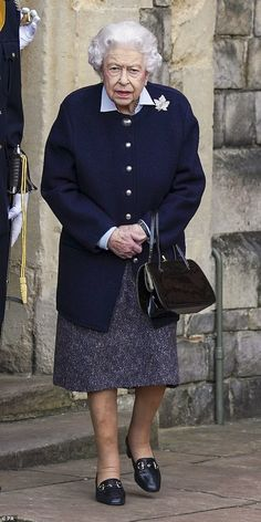 Queen Elizabeth Photos, Princess Elizabeth, Examples Of Resilience, Queens Guard, Canadian Soldiers, Uk History, Prince William And Catherine, British Monarchy, Save The Queen