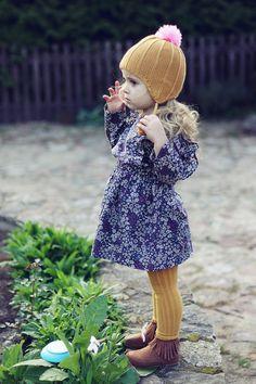 super süßes Mädchen Kleid, Strumpfhose und Moccasin Schuhe