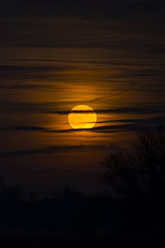 Full moon of december over Freising / by Bernhard Thum Moon Photos, Moon Pictures, Beautiful Moon, Beautiful World, Moon Photography, Landscape Photography, Moon Dance, Shoot The Moon, Moon Art