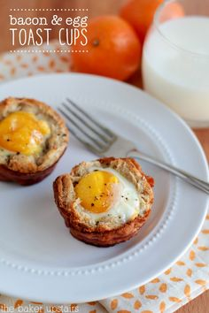 Bacon and egg toast cups - a delicious and easy breakfast! www.thebakerupstairs.com