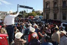 Campesinos colapsan Palacio de Gobierno de Chihuahua - Milenio.com
