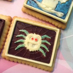 Halloween-Cookies with Chocolate decorated with Silikomart. Spider-Cookies