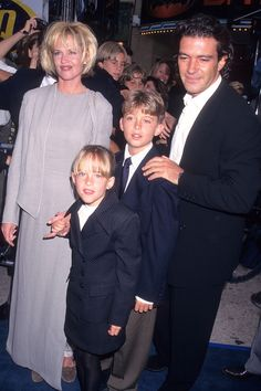 "Melanie Griffith, Antonio Banderas & Dakota Johnson at the ""Batman & Robin"" movie premiere in California 1997 Melanie Griffith, Dakota Johnson, Don Johnson, Burt Reynolds Son, Batman And Robin Movie, Mother Daughter Photos, Johnson Family, Cinema, Childhood Photos"
