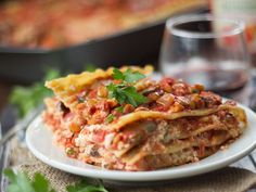 This hearty vegan lentil lasagna is made with layers of noodles, rich cashew ricotta and hearty mushrooms and lentils simmered in spicy tomato sauce. Vegetarian Pasta Recipes, Vegan Pasta, Entree Recipes, Delicious Vegan Recipes, Veggie Recipes, Vegan Vegetarian, Whole Food Recipes, Healthy Recipes, Vegan Food