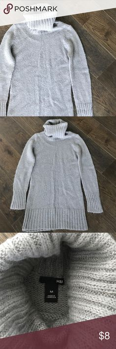 G R A Y • S W E A T E R Gray • turtle neck • sweater • in great condition • no trades • comment with questions H&M Sweaters Cowl & Turtlenecks