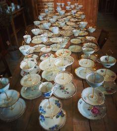 Soweit das Auge reicht  Grandiose Auswahl neu eingetroffen! #sammeltassenetagere #upcycling #antiqueshop #geschenk #titisee_neustadt #wohnartistin #kínáló #csésze #etagere #shabbychic
