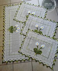Crochet Kitchen Rug: Sets of Rugs and Walkthroughs Crochet Kitchen, Crochet Home, Easy Crochet, Crochet Baby, Knit Crochet, Kitchen Rug, Crochet Squares, Crochet Doilies, Crochet Flowers