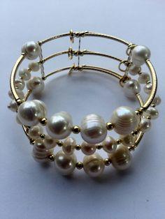 Mod:B32 Brazalete de perlas de rio y chapa de oro $159.00 mayoreo 25% de descuento $119.00