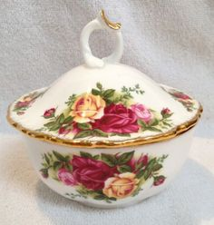 Beautiful Royal Albert Old Country Roses Powder Bowl