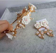 Барокко белый керамический цветочный металлический оставляет жемчужные ленты для волос жемчужно белый фимо цветы повязка на голову невесты ювелирные изделия волос купить на AliExpress