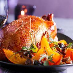Découvrez la recette Oie rôtie aux marrons et potimarron sur cuisineactuelle.fr.