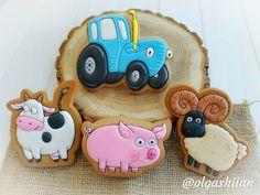 """""""По полям, по полям синий трактор едет к нам, У него в прицепе кто-то песенку поет."""" Многие мамы утверждают, что этот мультик у детей… Iced Cookies, Cake Cookies, Sugar Cookies, Biscotti, Cookie Decorating, Gingerbread Cookies, Favors, Food And Drink, Desserts"""