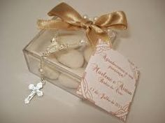 Resultado de imagem para lembrancinhas para boda de ouro em caixa acrilica