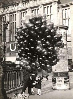 Little girl buying a balloon. Photo by Friedrich Seidenstücker in Berlin, 1935.