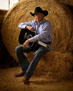 georgestrait While you're working from home, share with us your favorite George song on your playlist! Country Music Artists, Country Singers, Boy George, King George, Legendary Singers, Jake Owen, Thomas Rhett, Florida Georgia Line, Eric Church