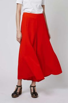 Work the season's must-have wide leg silhouette in these wide leg palazzo trousers. Sitting high on the waist, they come detailed in a striking all-over red and are finished with welt pockets. We love them styled back with our matching slouchy jacket for impact. #Topshop
