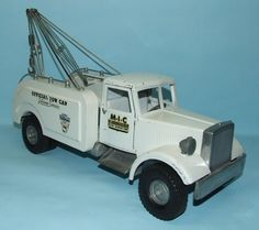 SMITH MILLER MIC OFFICIAL TOW CAR 24 HOUR SERVICE WRECKER TRUCK TOY= Want one BADDDDD!!
