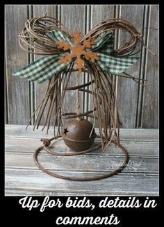 Repurposed Bed Spring Christmas Bells - Pretty and Rustic Christmas Decor - Home Decor Diy Cheap Primitive Crafts, Primitive Christmas, Country Christmas, Vintage Christmas, Bed Spring Crafts, Spring Projects, Spring Art, Christmas Projects, Holiday Crafts