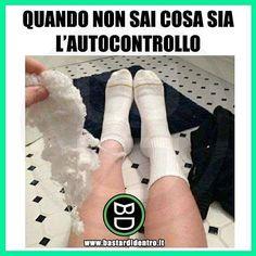 Tu sai cos'è l'autocontrollo? Tagga i tuoi amici e condividi le risate! #bastardidentro #calze #filo