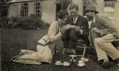 Lytton Strachey | Lytton Strachey con Rosamond y John Lehmann