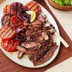 Molasses-Mustard Marinated Flank Steak with Grilled Tomatoes and Onions A sweet-and-spicy marinade amps up the flavor of this low-carb beef steak recipe. On the side, nonstarchy veggies—we used tomatoes and onions—help keep the carb count low. Tomato Onion Recipe, Onion Recipes, Beef Recipes, Grilled Tomatoes, Grilled Beef, Grilled Chicken Recipes, Healthy Meals For Two, Super Healthy Recipes, Healthy Foods To Eat