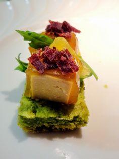 Challenge Apéro  foie gras 2014, biscuit pesto de roquette, cubes de foie gras en gelée de vin d'oranges, magret fumé émietté