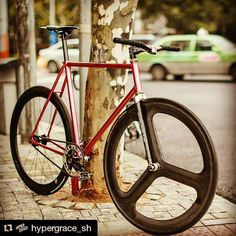 @hypergrace_sh Fixed gear bike with filament wound Zephyr track fork by Wound Up. Filament winding creates the best bike forks. #woundupfork #woundup #composites #compositeforks #carbonforks #carbonfiber #filamentwound #forkyeah #superforks #madeinutah #americanforks #madeintheusa #handcrafted #bespokeforks #track #trackbike #trackfork #fixie #fixedgear #fixiefork #velo #velofork www.woundupcomposites.com www.advancedcomposites.com