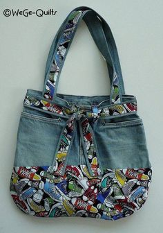 "Most recent Photographs ""MADE NEW FROM OLD"" bag Concepts I really like Jeans ! And even more I love to sew my own Jeans. Next Jeans Sew Along I am likely t Patchwork Bags, Quilted Bag, Denim Patchwork, Bag Quilt, Blue Jean Purses, Diy Sac, Denim Handbags, Denim Purse, Denim Crafts"