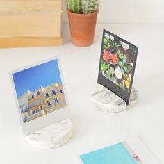 20 Easy DIY Photo Holders To Increase Inspiration - The Smallest Step Polymer Clay Projects, Diy Clay, Diy Gifts To Make For Friends, Postcard Holder, Acrylic Craft Paint, Unicorn Crafts, Photo Holders, Diy Home Decor Projects, Easy Diy Crafts