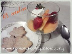 Refrigerio sencillo para niños: fruta y queso cottage.  de http://www.homeschoolingcatolico.org/es/copadefruta