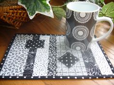 Black & white always looks great. Easy mug rug- stunning!