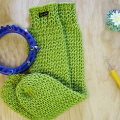 Loom Knit Tube Socks FREE Pattern with step by step video tutorial. Easy for beg… Loom Knit Tube Socks FREE Pattern with step by step video tutorial. Easy for beginners. No heel, no toe, no folded cuff, no bulk. Knitting Loom Socks, Round Loom Knitting, Loom Knitting Stitches, Loom Knit Hat, Loom Knitting Projects, Easy Knitting, Crochet Socks, Knifty Knitter, How To Loom Knit