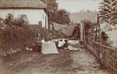 Batikken op theeonderneming Waspada bij Garoet. ca. 1874. (5678)