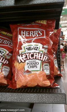 Wow Heinz Ketchup Potato Chips they are really good. they were introduced in the… Epic Meal Time, Retro Candy, Food Now, Snack Recipes, Snacks, Recipes From Heaven, Tortilla Chips, Potato Chips, Ketchup