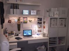 I think the furniture comes from IKEA. Beautiful room I think the furniture comes from IKEA. Beautiful room The post I think the furniture comes from IKEA. Beautiful room appeared first on Schre Study Room Decor, Cute Room Decor, Study Rooms, Study Space, Desk Space, Wall Decor, Home Office Design, Home Office Decor, Home Decor