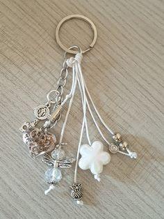 Jewelry Crafts, Jewelry Art, Beaded Jewelry, Vintage Jewelry, Handmade Jewelry, Jewelry Design, Beaded Bracelets, Beaded Bookmarks, Diy Keychain